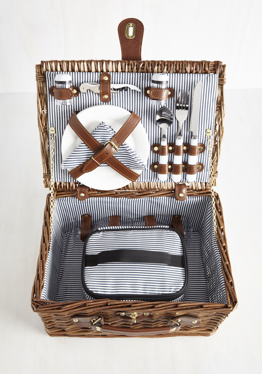 what to put in a picnic basket for a date