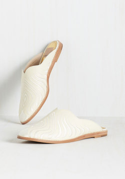 Choosing Slides Loafer
