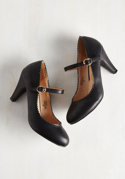 Romantic Revival Heel in Noir