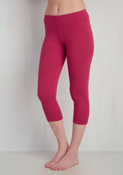 Rise to the Crop Leggings in Raspberry