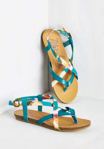 Everyday Nonchalance Sandal in Tropical Image