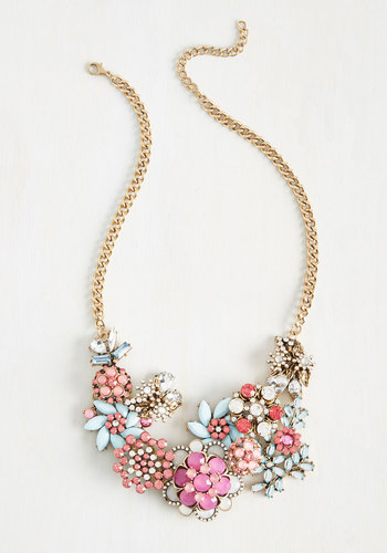 Vow to Wow Necklace in Magenta