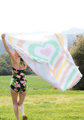 Searching Dry and Low Beach Towel