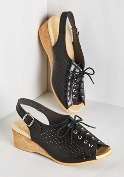 Perfs Up! Wedge in Noir