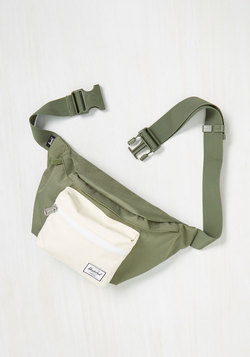 Hip to be Flair Fanny Pack in Olive