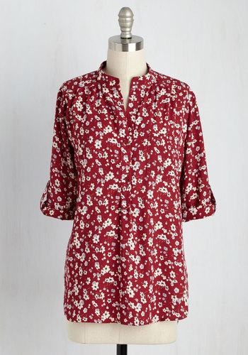 Cook Lively! Floral Top in Falling Flowers