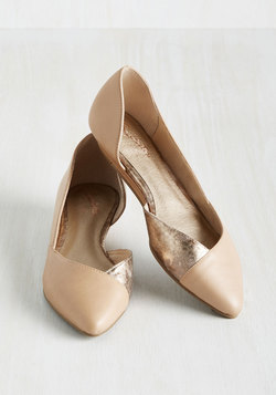Advantage Leather Wedge in Latte