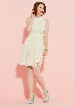 Windy City Dress in Ivory Lace