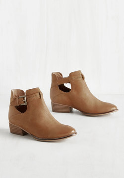 Tourmaline Leather Bootie in Tawny