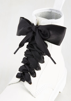 Pretty in Peckham Shoelaces in Black - 55""