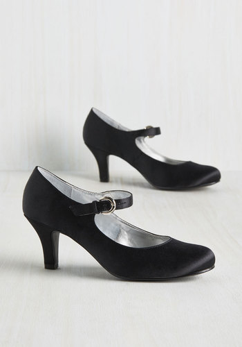 1930sStyleShoes Sought That Swing Heel in Noir $39.99 AT vintagedancer.com