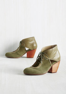Benefit of the Clout Leather Heel in Muted Olive