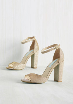 Stay on Pointe Heel in Gold