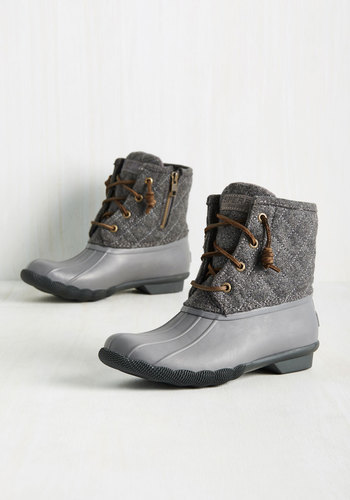 Fine Weather for Luxe Boots in Grey
