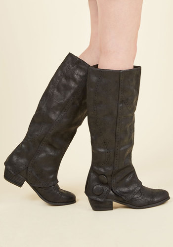 Follow Fabulously Boots in Black