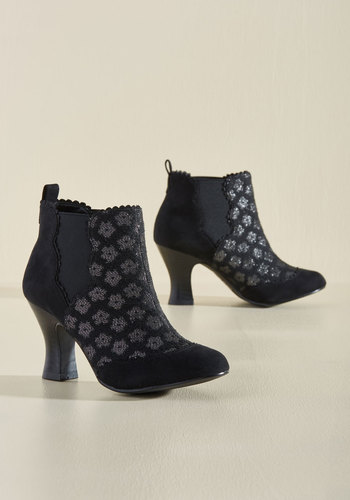 One Step A-Thread Booties