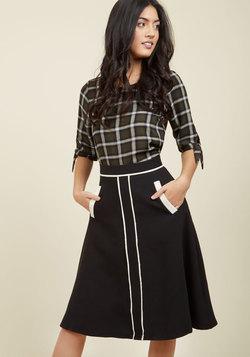 Roving Reporter Midi Skirt in Black