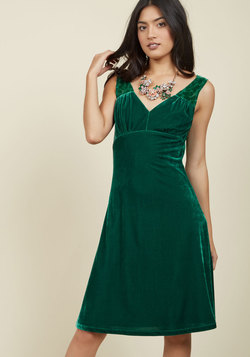 Pin-Up to the Challenge Dress in Emerald