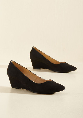 Light on Your Feat Wedge in Black