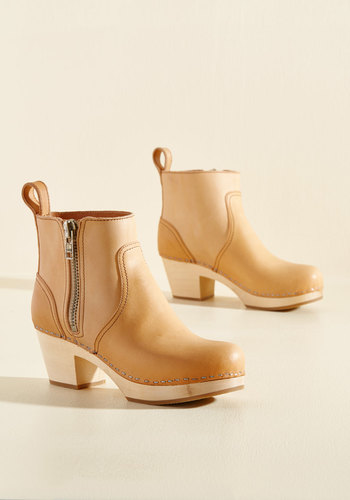 Climb With Confidence Leather Booties in Fawn