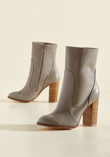 Commanding Essence Leather Boots