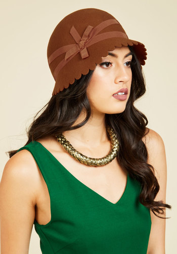 1920sHatStylesforWomenHistoryBeyondtheClocheHat Smoothly Styled Hat $59.99 AT vintagedancer.com