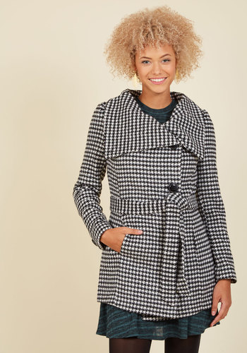 Carefully Chosen Coat in Houndstooth - Houndstooth, Long, Long Sleeve, Winter, Belted, Black, Vintage Inspired, Good, Long Sleeve, Buttons, Work, Fall, Woven, 2, 60s, Fit & Flare, Print, Pockets, Casual, Menswear Inspired, Black