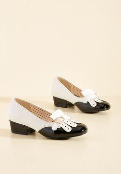 Eclectic Class Heel in Black