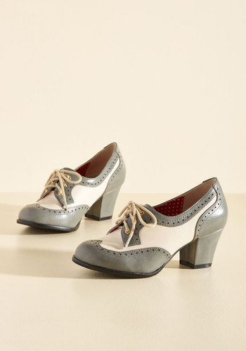 1940s Womens Shoe Styles Oxford Comment Heel in Stone $71.99 AT vintagedancer.com