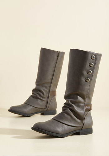 Two Romps Make a Right Boots
