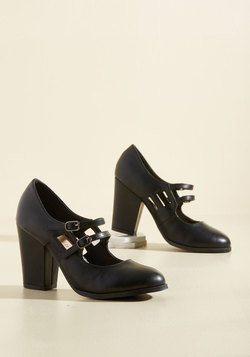 Uplift the Curtain Heel in Black