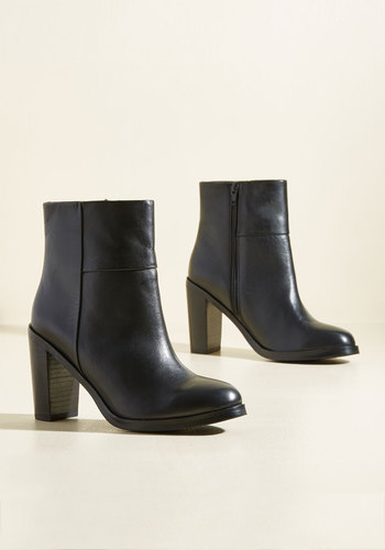 Gossip Leather Boots in Black
