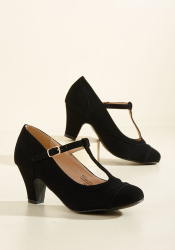 1920s Style Shoes Pretty Little Hire Heel in Noir $39.99 AT vintagedancer.com