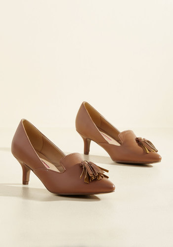 1950s Style Shoes Sass Check or Credit Heel in Caramel $39.99 AT vintagedancer.com