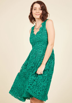 Look on the Bridesmaid Side Lace Dress in Emerald