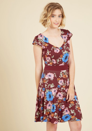 Story of Citrus Dress in Bordeaux Blossom - Red, Floral, Print, Casual, A-line, Cap Sleeves, Knit, Good, Short, Fall