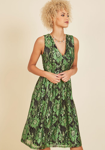 Occasion Elation Lace Dress in Emerald