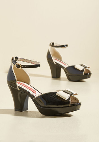 1950s Style Shoes Bowed and Boating Heel in Noir $67.99 AT vintagedancer.com