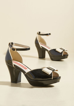 Bowed and Boating Heel in Noir