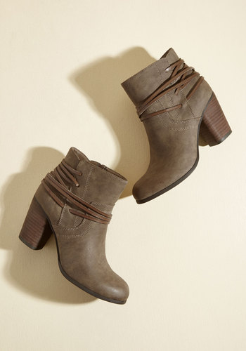 Clever All Ties Booties in Coffee