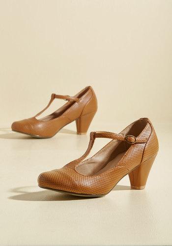 1920s Style Shoes Barcelona Crawl Heel in Citrine $49.99 AT vintagedancer.com