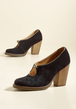 Get the Keyhole Story Suede Heel in Black