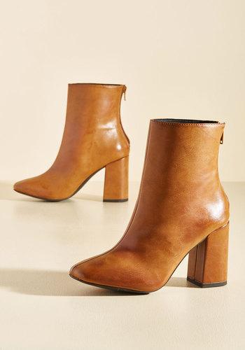 Minute by Minimalist Block Heel Boot in Chestnut