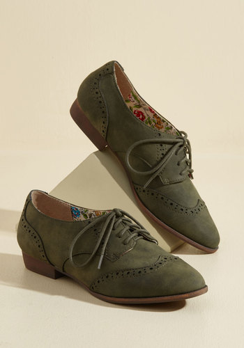 Retro & Vintage Style Shoes Walking on Wingtip-Toes Flat $54.99 AT vintagedancer.com