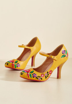Sass With Flying Colors Heel in Mango