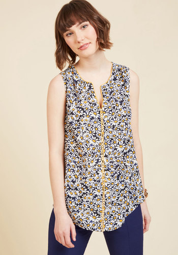 Podcast Co-Host Sleeveless Top in Daisies