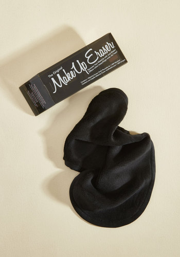 Not a Mascara in the World Makeup Remover Cloth in Black - Black, Spring, Good, Black, Solid, Travel, Variation, Gals, Store 1
