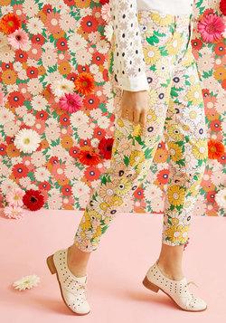Exuberant Intrigue Pants in Retro Daisy