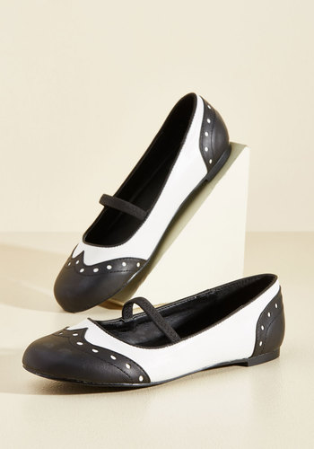 1960s Style Shoes Wingtip the Balance Oxford Flat $54.99 AT vintagedancer.com
